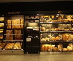 Knapperig vers brood en stokbrood